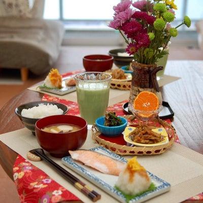 実家から届いた高級食材での朝食の画像