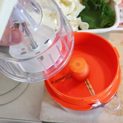 野菜が細く綺麗に切れる調理器具の画像