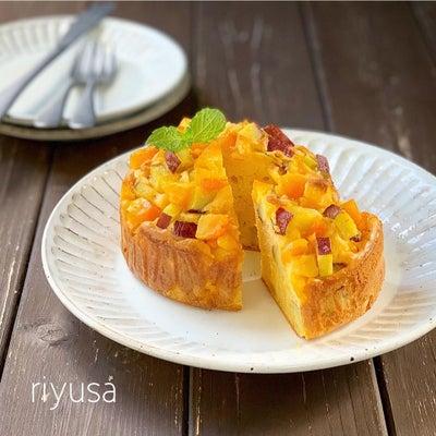 味にも満足する至福の宝石ケーキの画像