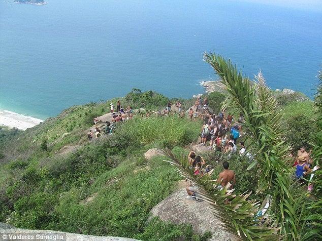 今年オリンピックが開催されるブラジル・リオデジャネイロのペドラ・ダ・ガヴェ山では観光客で長蛇の列。ディンプルキーを作るなら俺の合鍵へ。