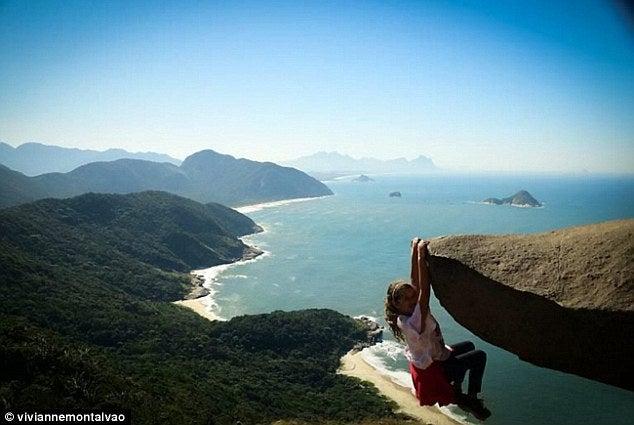 一人の女の子が崖から落ちそうになっているんです。今年オリンピックが開催されるブラジル・リオデジャネイロの観光スポット。合鍵・鍵・ディンプルキーは俺の合鍵。