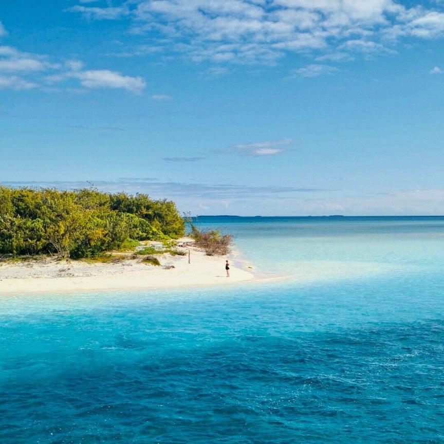 【「天国に一番近い島」が人気再熱中。ビーチ好きだけじゃない、コスメマニアも訪れる理由】のご紹介です。