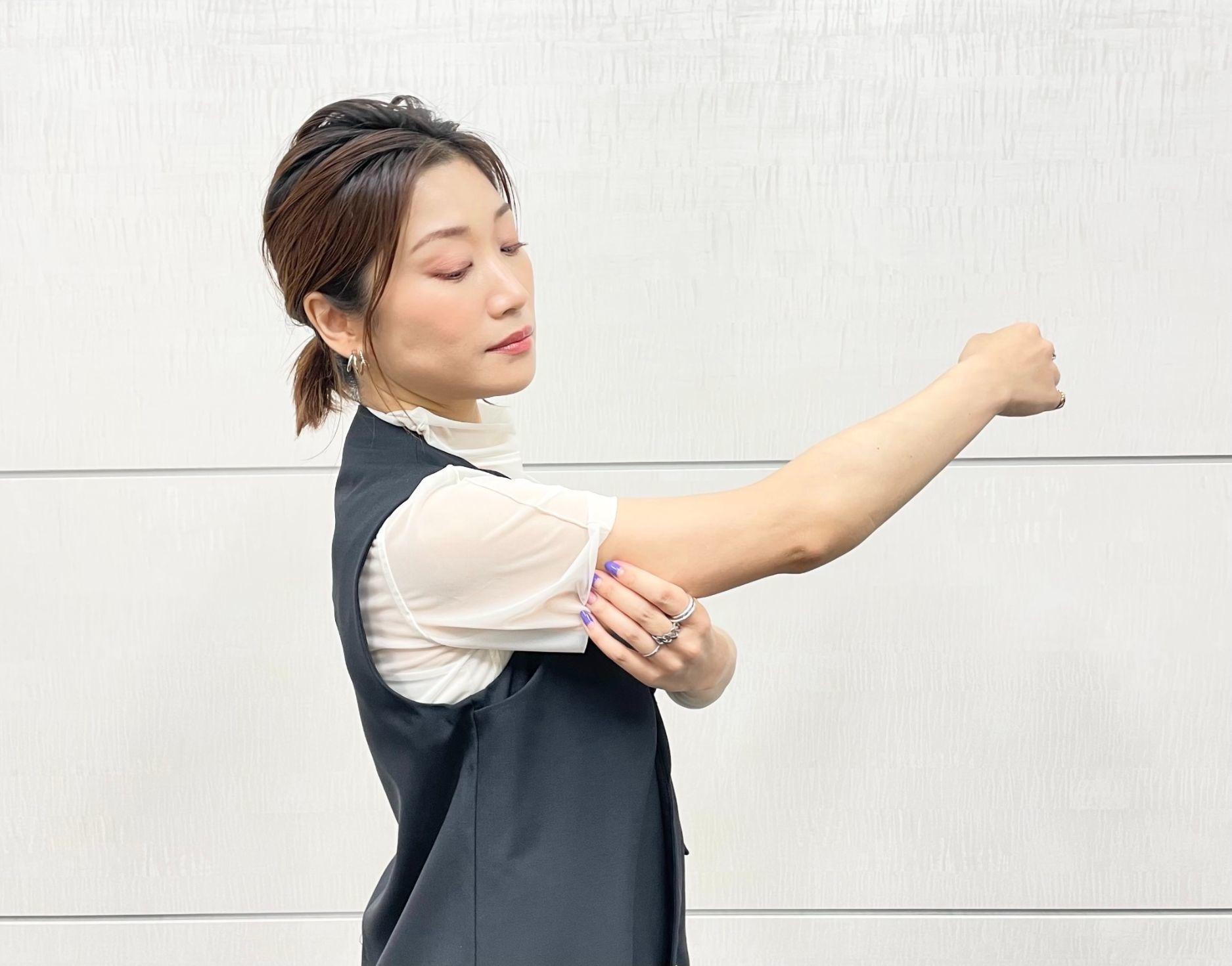 ぶるぶる二の腕も引き締まる「簡単腕トレ」。普段動かさない筋肉を伸ばすだけ!