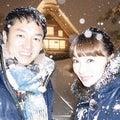 大雪の中で夫と